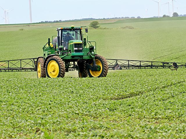 Several groups began writing EPA last week asking for guidance on the Ninth Circuit ruling on dicamba herbicides. The American Farm Bureau Federation says EPA should allow farmers to continue using the herbicides this year. (DTN file photo by Pamela Smith)