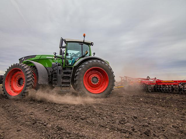 Tractor sales topped 265,000 units in 2020, including strong growth in tractors manufactured for commercial farms. (Photo courtesy of AGCO Corp.)