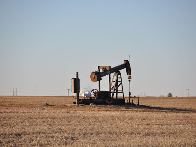 An oil pumpjack just east of Hays, Kansas. President Trump championed a deal struck by his administration that he said would protect both oil refiners and corn farmers. (DTN file photo by Emily Unglesbee)
