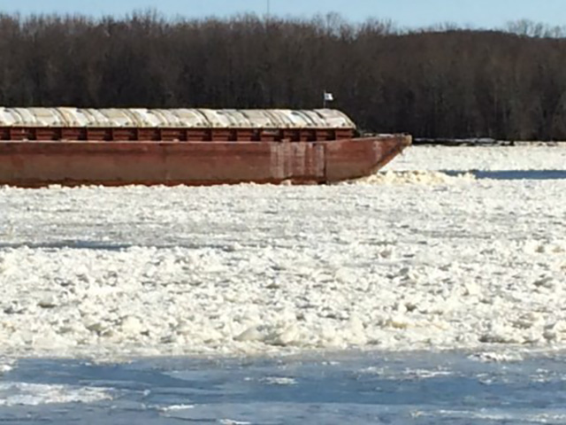 Barges struggle to move through the ice-filled Mississippi River near Dubuque, Iowa, on Nov. 20, 2014 (Photo by Brad Hanson, KWWL News, Dubuque Bureau)