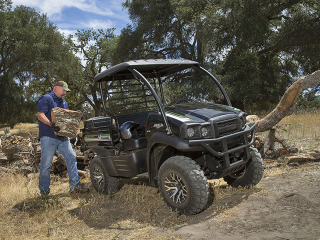 The MULESX is not as big as the MLR Pro Series models, but it is rated for 400 pounds of cargo and can tow up to 1,100 pounds with an optional 2-inch trailer hitch. (Photo courtesy Kawasaki)