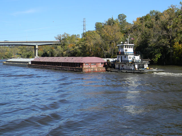 Tow pushing grain barges downriver out of St. Paul, Minnesota, in mid-October. (DTN photo by Mary Kennedy)