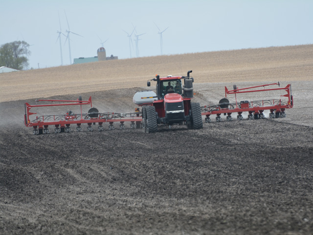Planters like this one in central Iowa have more favorable prospects for being busy during the upcoming week. (DTN/Progressive Farmer photo by Matthew Wilde)