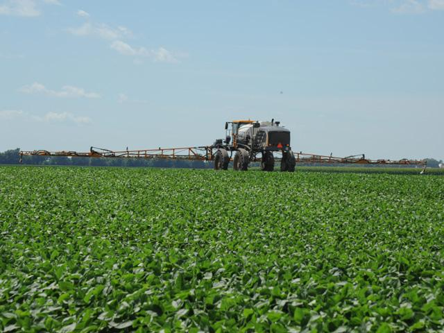 Mandatory training to use dicamba herbicides in the Xtend cropping system is an annual requirement. Online classes are now being offered to fulfill the requirements. (DTN photo by Pamela Smith)