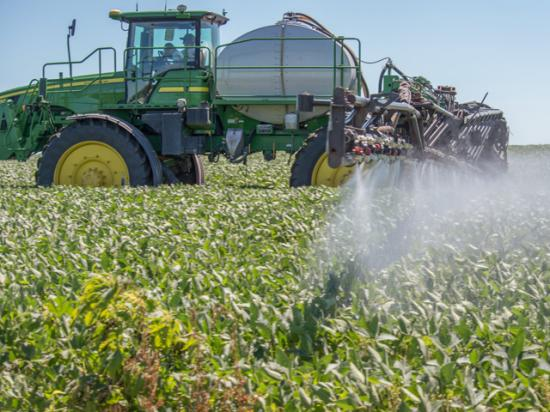 Spraying Liberty for the first time this year? Aim for plenty of sun, high humidity, higher temperatures and prioritize spray coverage. (DTN File Photo by Tom Dodge)