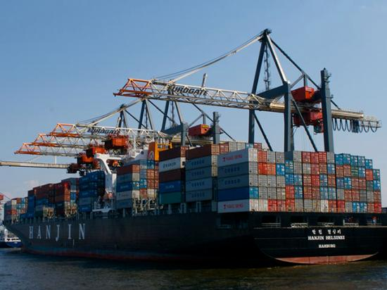 A docked container ship, which is what a lot of ship captains off ports in California would like to see right now. As the number of ships waiting off port hits record numbers, ag groups are highlighting supply chain issues with the Department of Transportation. (DTN file photo)