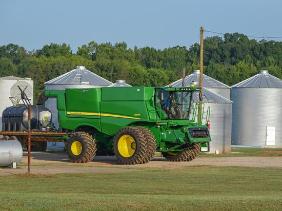 Farming voters supports Trump's focus on agriculture. But more than 39% in DTN/Progressive poll said agriculture is on the wrong track. (DTN/Progressive Farmer photo by Dan Miller)