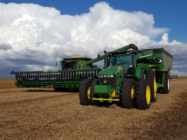 Farmers in the Upper Midwest work to finish the fall harvest, some of which felt the effects of the dry weather during growing season due to the drought. (Photo by Mark Rohrich, Maverick Ag of Ashley, North Dakota)