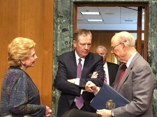 Senators Debbie Stabenow (left) and Pat Roberts (right) talk with U.S. Trade Ambassador Robert Lighthizer (center) before a hearing with the Senate Finance Committee on Thursday. (DTN photo by Chris Clayton)