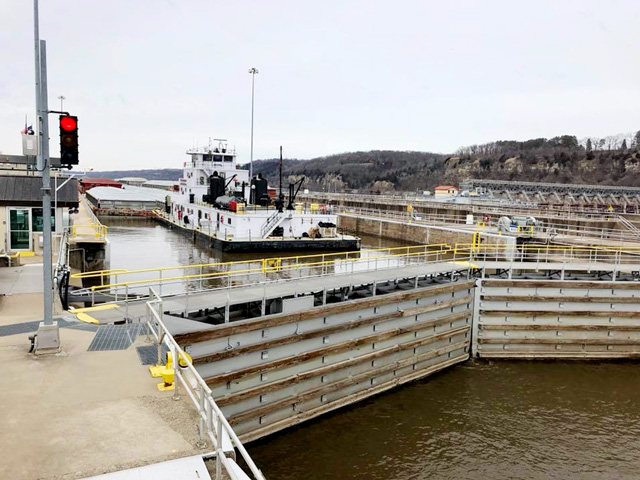 The first tow of the 2018 Upper Mississippi River shipping season locked through Hastings, Minnesota, on April 11. (Photo courtesy of Katharine Klein Sawyer)