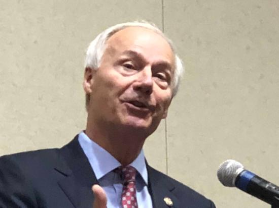 Arkansas Gov. Asa Hutchinson talks about agriculture and technology Thursday at a law conference focusing on those topics. (DTN photo by Chris Clayton)