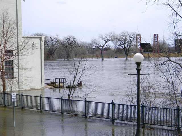 The Mississippi River in St. Paul crested for a second time in less than a month as rain and snow in early April added more moisture to the river after it was starting to fall from the first crest on March 31. (DTN photo by Mary Kennedy)