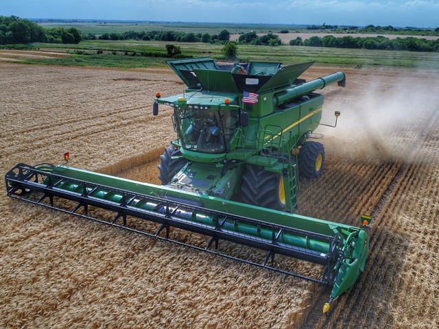 As the 2018-19 crop year ended, harvest of new-crop hard red winter began in north-central Texas, and while there have been slowdowns due to rain, Kimbrell Farms said averages have been good so far. (Picture courtesy Lindsay Kimbrell)