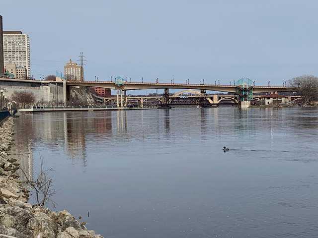 The only thing moving on the Upper Mississippi River (UMR) in St. Paul on Good Friday was the strong current and one lone duck. There were no barges parked anywhere in the downtown area, but the river had started to recede below minor flood stage. (DTN photo by Mary Kennedy)