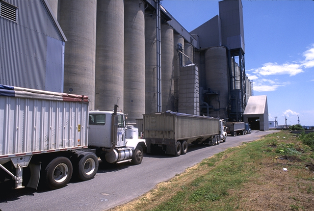 Two important dates for compliance with the FSMA are drawing near. One of these may affect many in the ag industry and its compliance deadline is April 6, 2018. It is the Sanitary Transportation of Human and Animal Food, which advances FDA's efforts to protect foods from farm to table by keeping them safe from contamination during transportation. (DTN file photo)