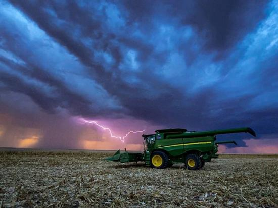 While a couple of areas may see some harvest delays during the next week, progress should advance nicely. Madison Mackley of Winona, Kansas, submitted this photo for DTN's #MyHarvest21 photo contest. Have any harvest photos you want to share? You can enter the contest for the chance to win gift cards, canvases and your photo in the Progressive Farmer magazine. For complete rules and to upload photos, go to https://dtn.link/dt9beh. The deadline for entries is Oct. 30. (Photo by Madison Mackley)