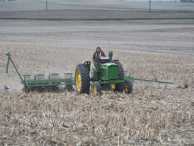 Eric Stall of Ankeny, Iowa, plants no-till soybeans on May 5, 2021, with his 1966 John Deere 2510 and an eight-row John Deere 7000 planter. (DTN/Progressive Farmer photo by Matthew Wilde)