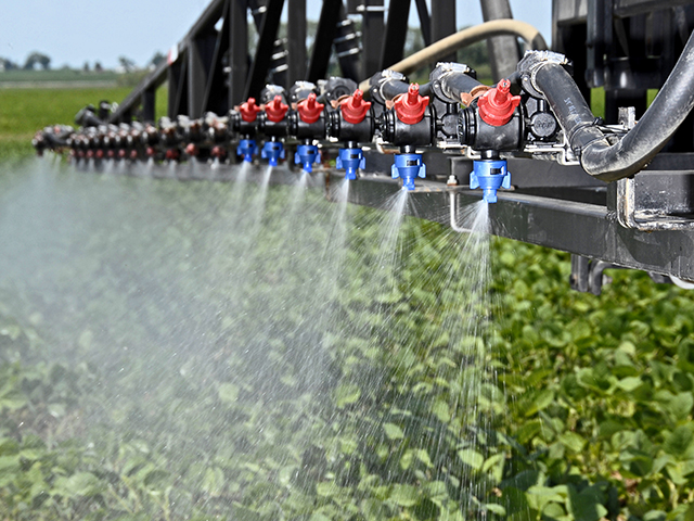 Despite Court Ruling, EPA Allows Farmers to Use Existing Stocks of Banned Herbicide