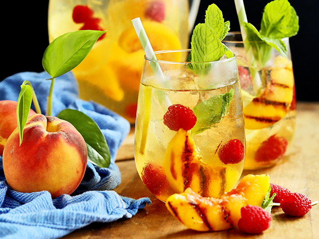 Peach Sangria (Rachel Johnson)