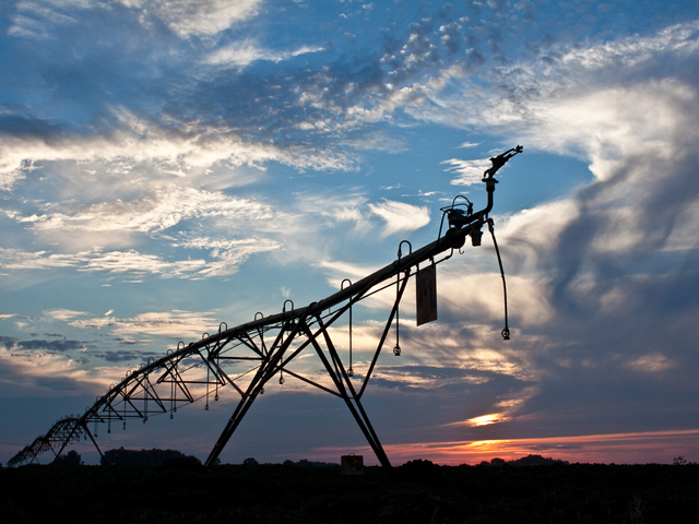 The end of the growing season gives irrigation owners an opportunity to look back and take note of any problems encountered during the growing season on their pivots. Farmers should plan now to address these issues before the next growing season. (DTN/Progressive Farmer photo by Kipp Abresch)