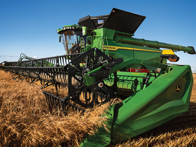 X Series combines feature artificial intelligence, computer vision, in-field machine-to-machine communication and integrated sensors to improve machinery and harvesting productivity. (Photo courtesy of John Deere)