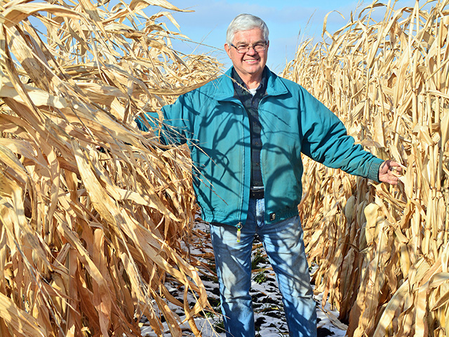 Bob Recker, Iowa, says 60-inch corn plus cover crops works with cattle to boost soil health. (PF photo by Matthew Wilde)