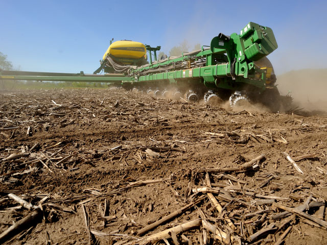 Lenders are refinancing short-term debt to longer-term equipment and land debt, and helping to finance most farmers so they can get their crops in the ground. (DTN/Progressive Farmer file photo)