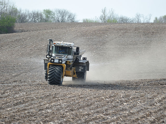 The best time of year to apply fertilizer is something that farmers need to keep in mind. (DTN photo by Jim Patrico)