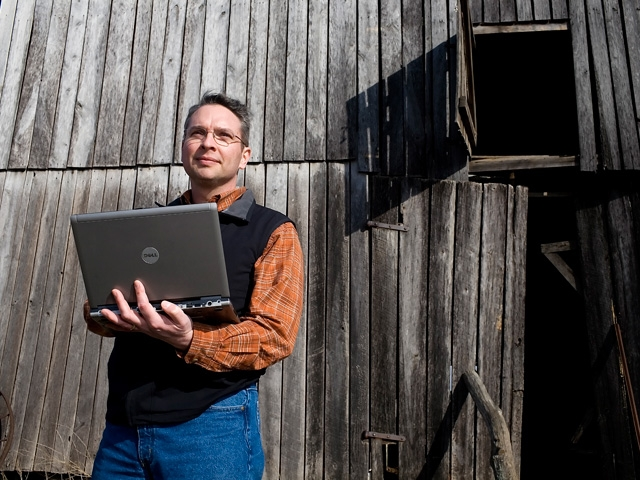 Roughly 25 million people in the country don't have access to broadband internet, with about 19 million of those people living in rural areas, according to Microsoft's general manager of technology and corporate responsibility. (DTN/The Progressive Farmer photo by Jim Patrico)