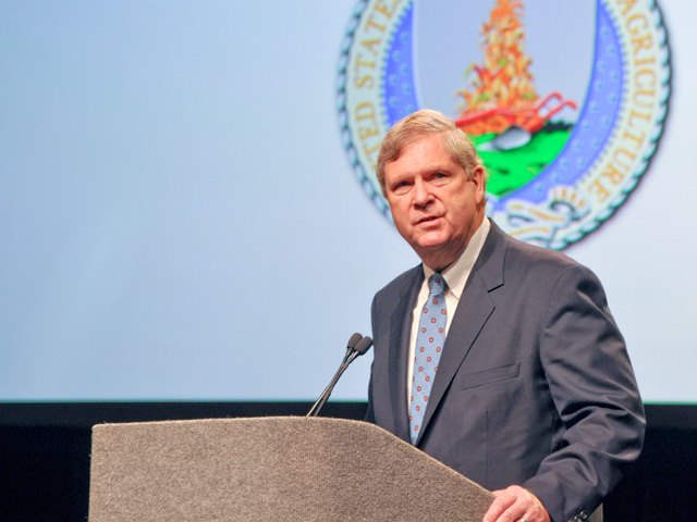 Agriculture Secretary Tom Vilsack addresses the Commodity Classic show in New Orleans on Friday for the eighth straight year. (DTN photo by Chris Clayton)