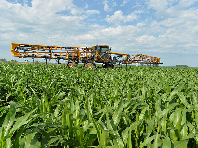 Hagie high-clearance, front-mount sprayers work well for mid- and late-season applications of nutrients on corn. (DTN/The Progressive Farmer photo by Bob Elbert)