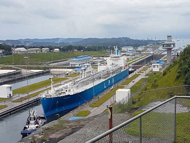 A propane-carrying vessel, the Secreto, uses the expanded set of Neopanamax locks at the Caribbean entrance to the Panama Canal on September 19, 2016. (Photo by Elaine Kub)