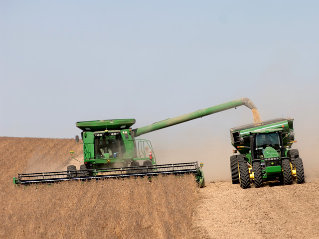 Some prep work and slower speeds can reduce soybean harvest loss. (DTN/The Progressive Farmer photo by Jim Patrico)