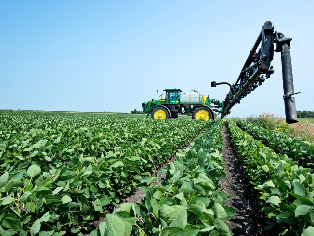 With the high likelihood of dicamba use restrictions coming in 2018, growers may find they have very small windows to legally spray dicamba on Xtend soybeans. (DTN photo by Tom Dodge)
