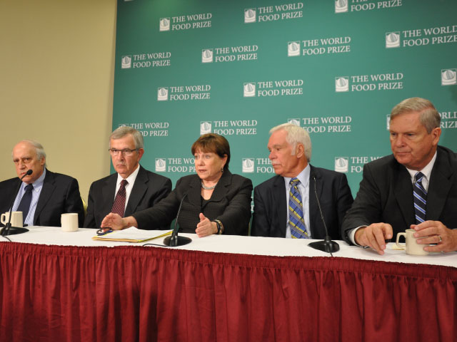 From left, Dan Glickman, Mike Johanns, Ann Veneman, Ed Schafer and Tom Vilsack, the five most recent former USDA Agriculture secretaries, speak at the Iowa Hunger Summit in Des Moines on Monday. (DTN photo by Chris Clayton)