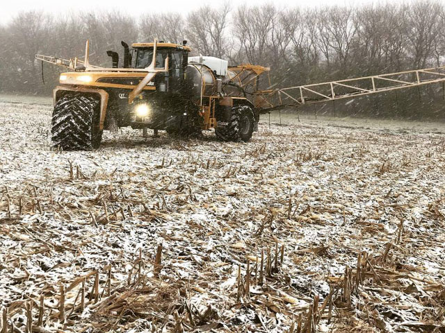Eastern Midwest corn harvest is still slow, but western Midwest producers have better progress and more chances for fall fieldwork after last week. (Photo courtesy of Jake Whitehurst)
