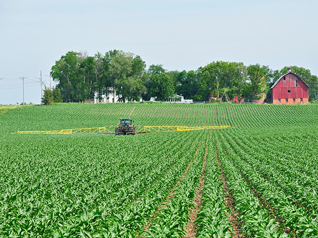 "A recent national survey conducted by Purdue University found that 52% of producers see farmland as either a good or ""extremely"" good investment. (DTN/The Progressive Farmer file photo)"