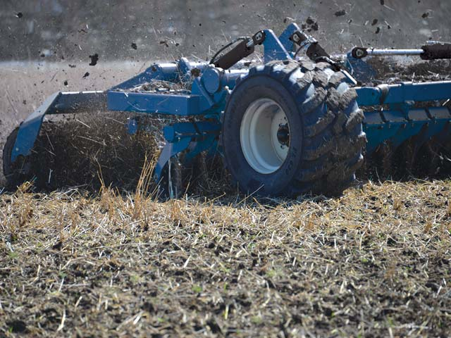 Kinze Manufacturing introduced their new Mach Till high-speed disc, which expands the company's product line. The disc can be operated at 8 to 12 mph. One model (Mach Till 331) will be displayed at the 2018 National Farm Machinery in Louisville, Kentucky Feb. 14-18. (Photo courtesy of Kinze Manufacturing)