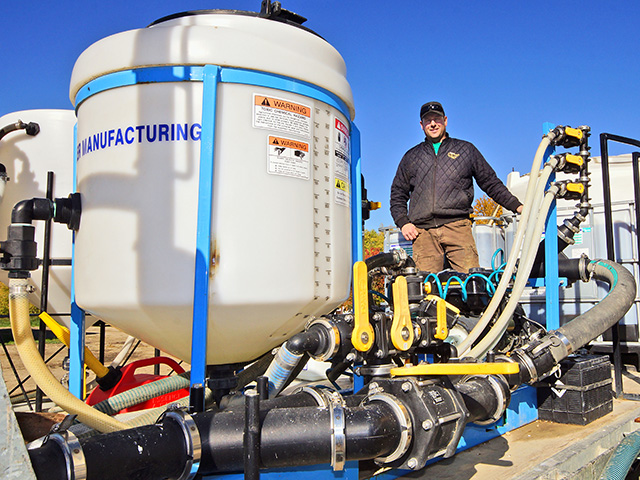 Eric McLean found a way to increase his efficiency during spraying time and shorten his reload time to seven minutes. (DTN/Progressive Farmer photo by John Dietz)