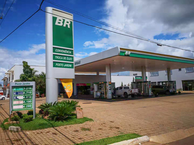 Brazil is starting to implement an 11% biodiesel blend nationally, including at this fuel station in Mato Grosso, to help boost domestic crushing of soybeans. (DTN photo by Lin Tan)