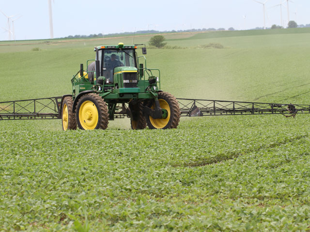 With spring spraying just around the corner, states such as Illinois and Arkansas are finalizing new dicamba restrictions for the 2019 season. (DTN photo by Pamela Smith)