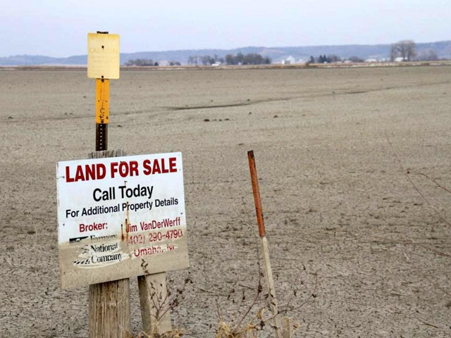 After the floodwaters finally went down in 2011, a land-for-sale sign shows how high the waters reached at their peak when the Missouri River flooded farmland in southwestern Iowa. (DTN photo by Elaine Shein)