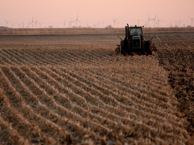 Spring crop insurance guarantees, one of the key components of many farmers' risk management plans, drop for 2020 just as farmers are beginning to prepare for planting. (DTN File Photo)