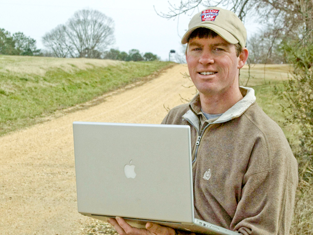 The lack of a web presence can have an impact on a farm's ability to hire workers. (DTN/The Progressive Farmer file photo)