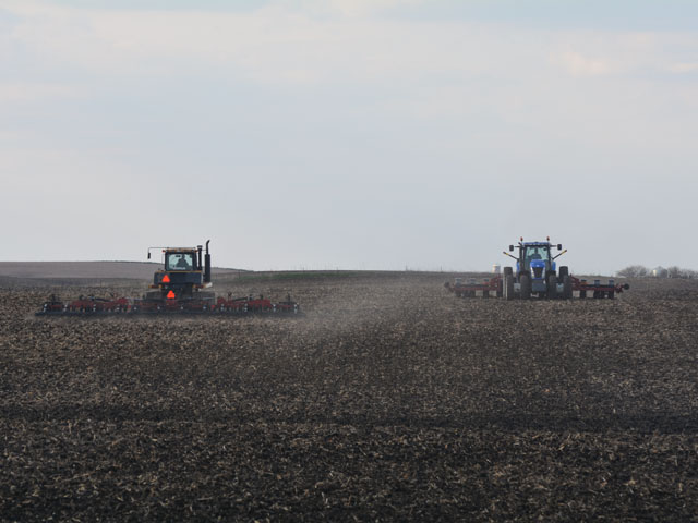 Josh Nelson of rural Belmond, Iowa incorporates fertilizer and pre-emerge herbicide in a field Monday near Meservey, Iowa before his uncle, Dave Nelson, plants corn. The field was going to be planted to soybeans, but economics dictated the change. (DTN/Progressive Farmer photo by Matthew Wilde)