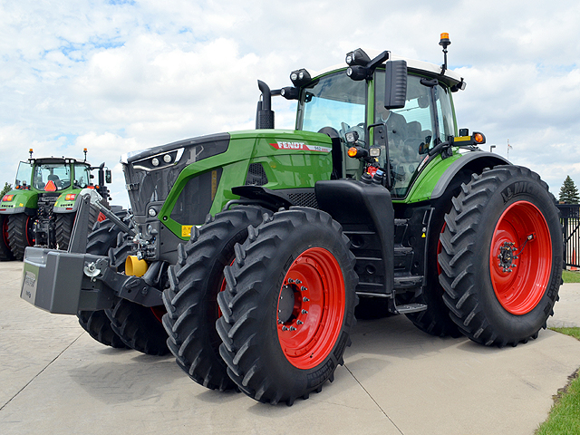 This fall, Fendt is rolling out an aggressively styled and fully redesigned 900 series tractor targeting the North American row-crop market. (Progressive Farmer photo by Dan Miller)