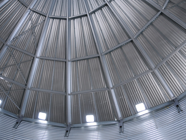 There is little farmers can do this spring to prevent grain-quality problems in their bins. They should check the grain every week, monitor it for odors, take moisture samples off the top and stay out of their bins. (DTN/Progressive Farmer file photo)