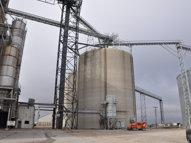 West Central Cooperative and Farmers Cooperative Co. announced signing a letter of intent to study a possible merger that would result in a cooperative with a reported $2.1 billion in revenues. (DTN file photo by Nick Scalise)