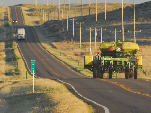 Watch for good pullover spaces as you navigate roads with farm equipment this spring. (Progressive Farmer photo by Mike Boyatt)