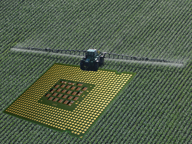 Multiple major companies have rolled out new ag tech platforms meant to reduce a farm's environmental footprint. Bayer detailed a carbon program for producers while Land O'Lakes is partnering with Microsoft to use the software giant's artificial intelligence program for gathering and analyzing data. (DTN image by Nick Scalise.)